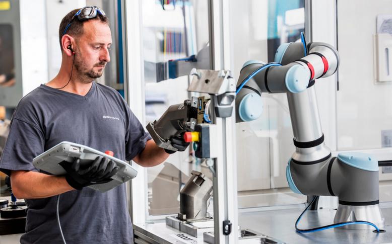 Cobots im Einsatz - Bild: Universal Robotics