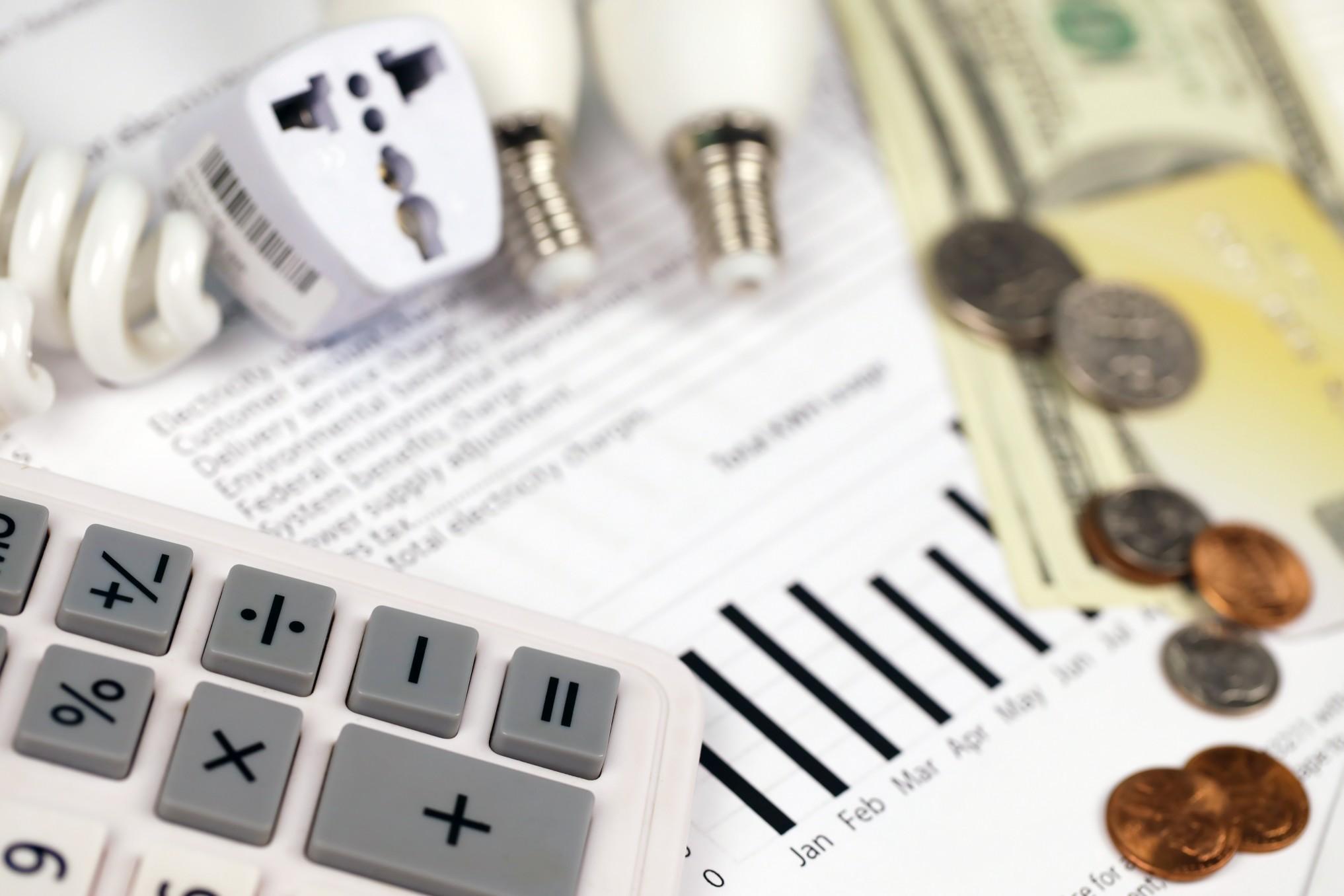 Geld sparen im Haushalt durch Strom sparen & Anbieter Wechsel! BILD: @Mehaniq via Twenty20